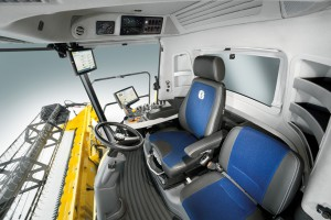 Новый комбайн New Holland CR10.90