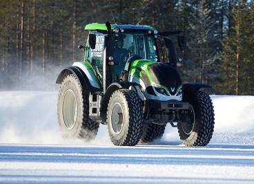 трактор Valtra шины на трактор Nokian