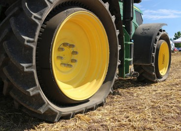 Шины для трактора Mitas